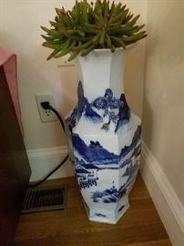19th  century Chinese porcelain vase