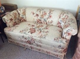 Floral couch and loveseat in perfect condition