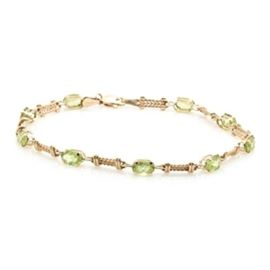 Clyde Duneier 10K Yellow Gold Duneier 4.05 CTW Peridot Bracelet: A 10K yellow gold bracelet by Clyde Duneier featuring alternating gold links with a braided design and peridot accents.