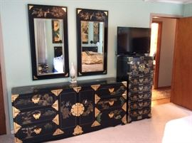 ORIENTAL  PAINTED DRESSER WITH WALL MIRRORS //JAPANESE PAINTED JEWELRY CASK