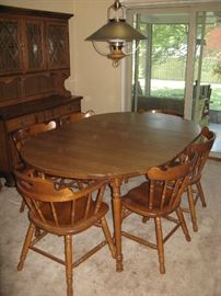 Dining Room Table / 6 chairs & 4 inserts