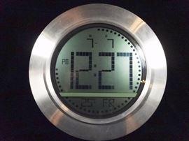 $46.00 - SKYSCAN ATOMIC CLOCK, MODEL 80083
