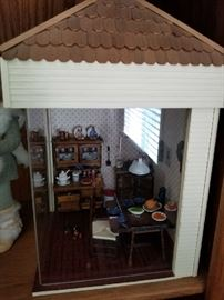 VINTAGE MINI DOLL HOUSE WITH DECOR