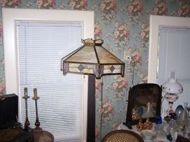 WOODEN FLOOR LAMP WITH LEADED SHADE