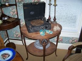 WIND-UP RECORD PLAYER, BABY SHOES & LAMP TABLE