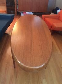 Beautiful retro coffee table with openings for magazines… Excellent condition