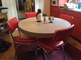 Great shape Vintage table and chairs