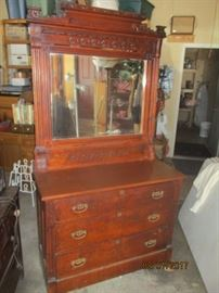 One of many chests with mirrors