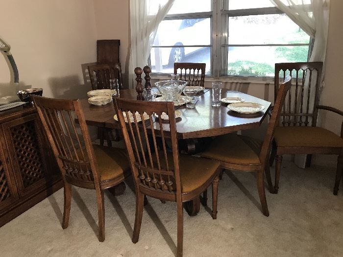 Drexel dining table with 6 chairs, two leaves