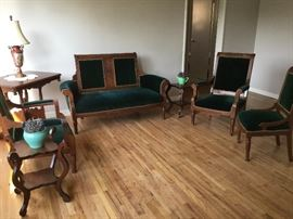 5 piece Victorian Sofa/Chairs