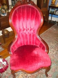 VICTORIAN STYLE UPHOLSTERED SIDE CHAIR