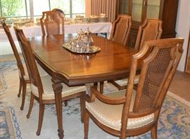 NAME BRAND EXCELLENT CONDTION DINING TABLE PLUS THREE INSERTS NOT SHOWN