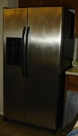 GE stainless refrigerator - 25 cu. ft.