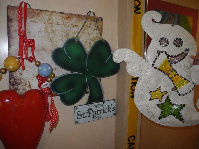 Holiday hanging displays