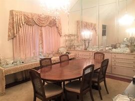 Drexel Heritage Accolade dining room table with 8 chairs (two not pictured) Mid-Century Modern