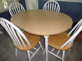 Breakfast room table with extra leaf