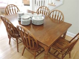 Kitchen table and Chairs...GREAT CONDITION