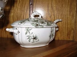 Lidded tureen with ladle