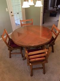 Vintage pine log cabin table w/4 chairs.