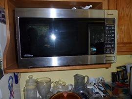 Panasonic 2.2 CuFt 1200 Watt microwave.