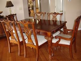 Dining room table, six chairs, leaf included not in table