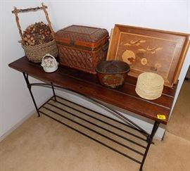 MIT002 Entry Console, Woven Baskets, Hawaiian Wreath