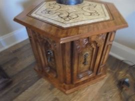 Small end table w/faux marble top