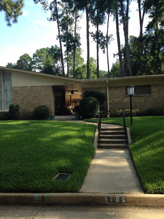 This Mid-Century Modern home in the Andy Woods School district is waiting your arrival.