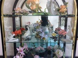 Connoisseur of Malvern porcelain flowers