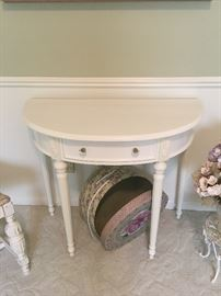 NICE WHITE HALF MOON TABLE