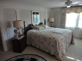 Thomasville king bedroom set with Simmons mattress