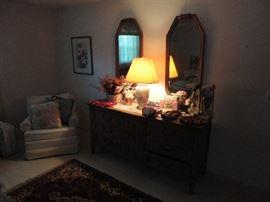 Thomasville queen bedroom set