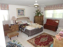 Thomasville queen bedroom set with EasyRest adjustable mattress