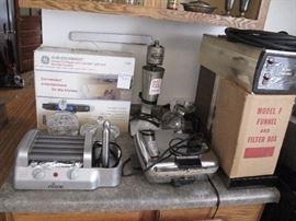hotdog roller with bun warmer, under cabinet radio, vintage waffle maker electric.