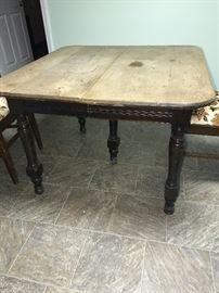 COUNTRY PRIMITIVE WOODEN TABLE WITH CHAIRS