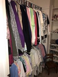 LOTS OF WOMENS CLOTHING-SIZE LARGE AND XLARGE