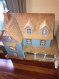 HAND-CRAFTED DOLLHOUSE AND MINIATURE DOLLHOUSE FURNITURE