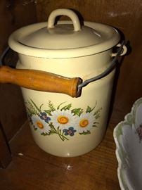 VINTAGE ENAMEL CHAMBER POT WITH LID