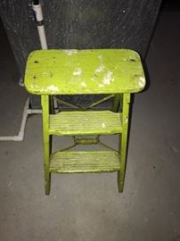 BRIGHT GREEN STEP-STOOL