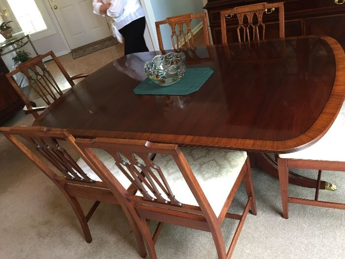 "Pennsylvania House Dining Room Table with 6 Chairs 67"" L x 44""W with (2) 20"" extensions and table pads Full set $395"