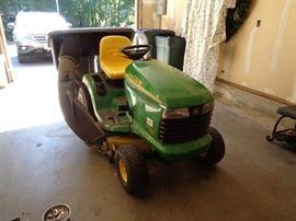 John Deere riding mower 1463 hours only