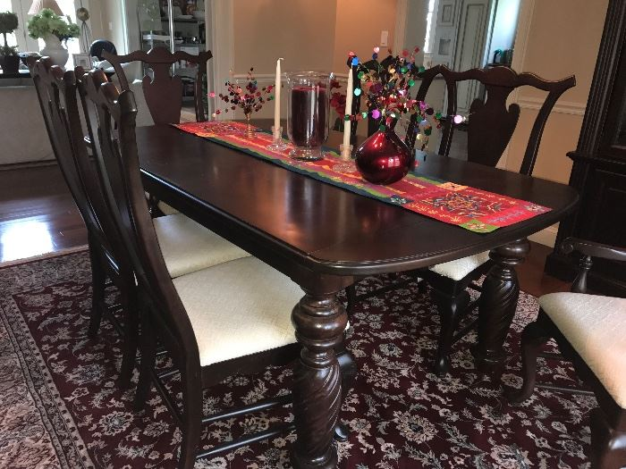 Broyhill Contemporary yet traditional expandable dining table. Burgundy oriental below.