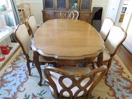 dining  table  and  area  rug