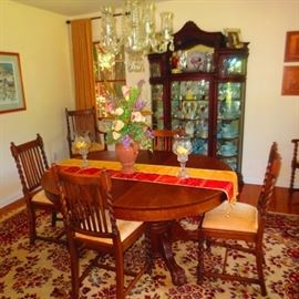 DINING ROOM SUITE COMPLETE/RUGS