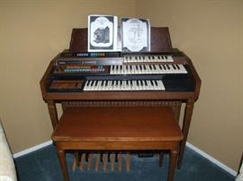 AWESOME LOWREY SMALL HOME ORGAN. WORKS GREAT AND IN NICE CONDITION TOO