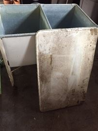 double washtub with lid