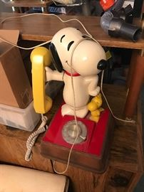 ONE OF THE MANY VINTAGE ITEMS A SNOOPY PHONE