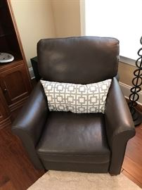 Italsofa Dark Brown Leather Recliner (Accent Pillow Not Included)