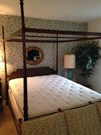 Queen size poster bed