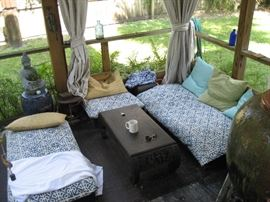 out door patio furniture / pottery / statues